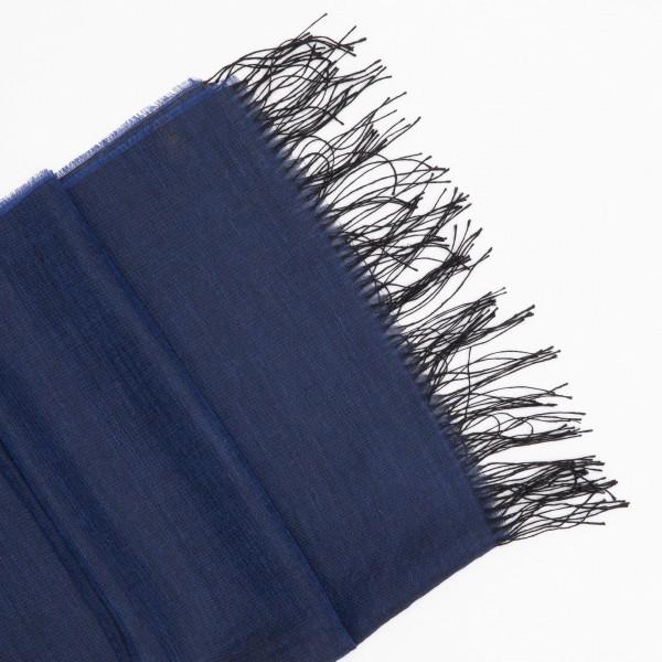 Tamsiai mėlynos spalvos alpakos - šilko šalis