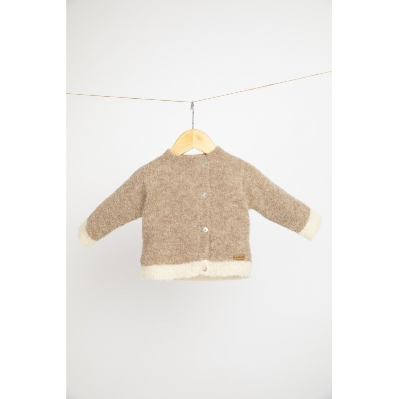 Dviejų spalvų kardiganas-megztinis kūdikiui, smėlio ir baltos spalvos
