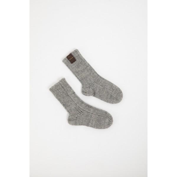 Pilkos spalvos kojinės kūdikiui