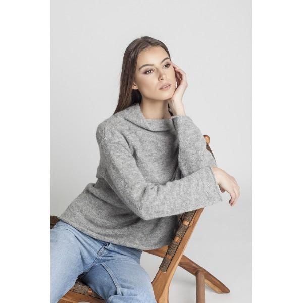 Asimetrinis megztinis stačiu kaklu Arlete, šviesiai pilkos spalvos