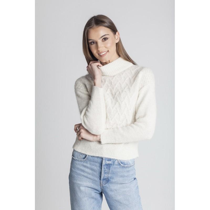 Baltos spalvos pynių rašto megztinis Angelica su apykakle