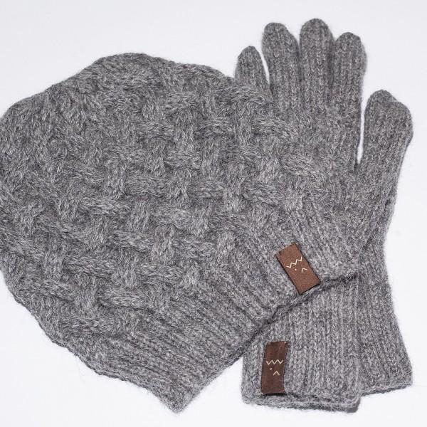 Pilkos spalvos kepurės ir pirštinių komplektas