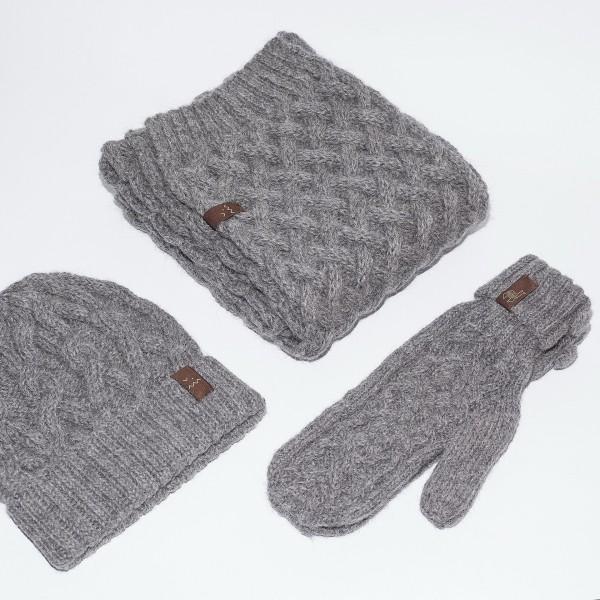 Pilkos spalvos kepurės, šaliko ir pirštinių komplektas