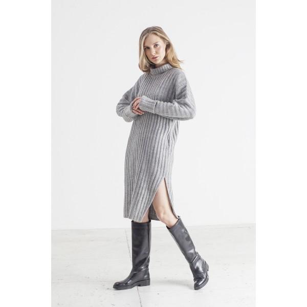 Pilkos spalvos suknelė su skeltuku Kiara