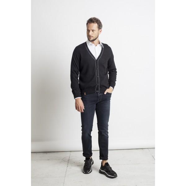 Klasikinis susagstomas megztinis, juodos spalvos